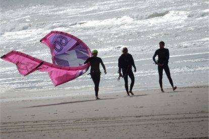 Kitesurfles in Zandvoort aan Zee