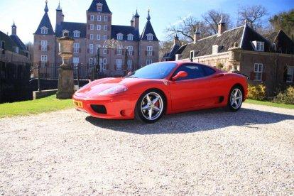 Rijd zelf in een Ferrari