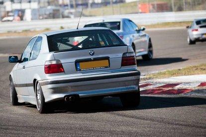 Racen op een circuit naar keuze
