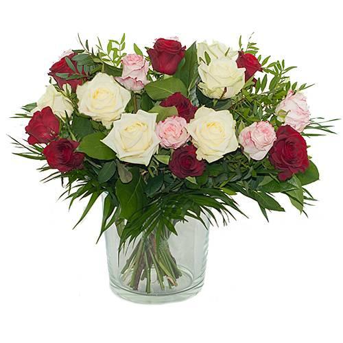 Boeket van drie kleuren rozen