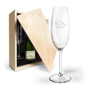 Hét perfecte Cadeau -  Champagnepakket met gegraveerde glazen – René Schloesser (750ml)