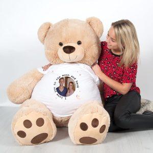 Hét perfecte Cadeau -  Giga knuffelbeer met bedrukt T-shirt – 1 meter 35!